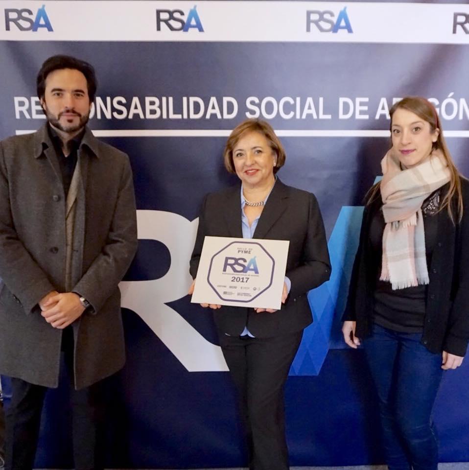 María Luisa Marín, Sara Díaz y Jorge Maestre en la entrega del sello RSA.